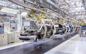 صنعت خودروسازی ما سیاسی است