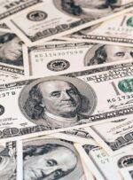 ریزش بیسابقه قیمت ارز در بازار/ کاهش ۴ هزار تومانی قیمت دلار در چند ساعت/ صرافها: مردم فروشنده شدند