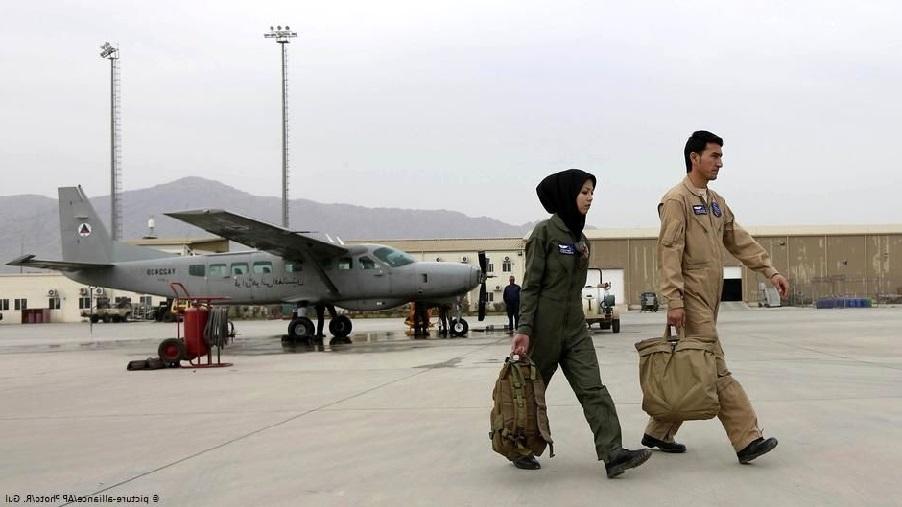 بیوگرافی صفیه فیروزی خلبان زن افغانستانی 3